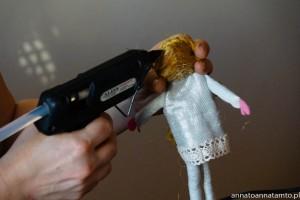przyklejanie włosów