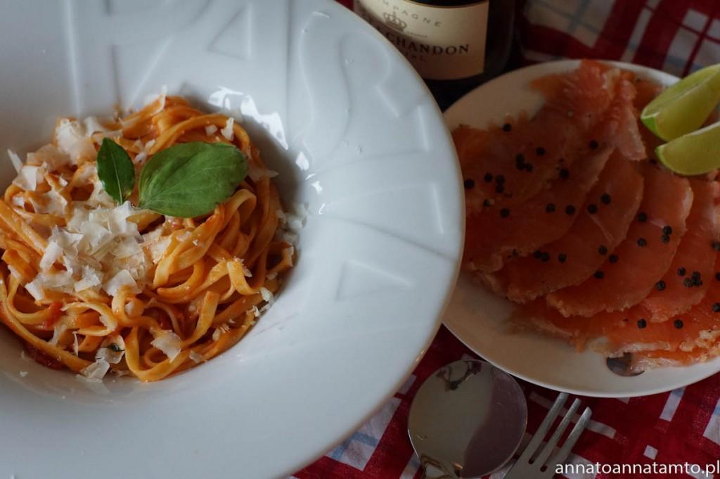 Przepis na Pastę pomidorową z czosnkiem i parmezanem wg. Sophii Loren