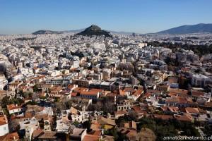 Widok z Akropolu w oddali Wzgórze Likavitos