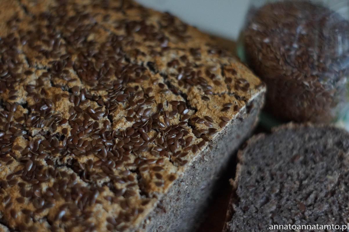 chleb ciemny z siemieniem lnianym
