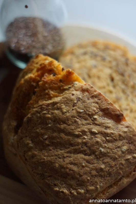 chleb z dynią i siemieniem lnianym