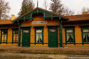 """towarowy dworzec kolejowy, obecnie mieści się tam hotel i restauracja """"carska"""""""
