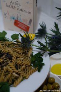 Przepis na makaron świderki w sosie pietruszkowym z grzybami