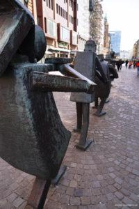 rzeźby muzyków