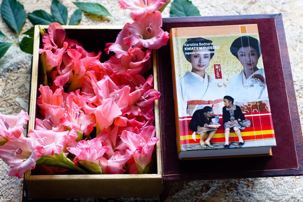 """""""Kwiaty w pudełku. Japonia oczami kobiet"""""""