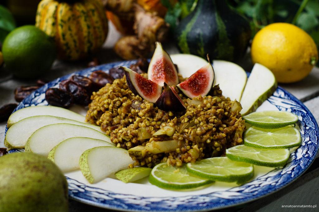 Krem z niepalnej kaszy gryczanej z gruszkami, figami i kokosem