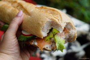 Norweska kanapka z krewetkami i łososiem